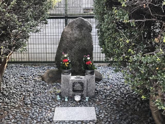 一休生母の墓