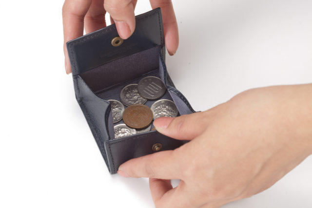 メンズコインケースのおすすめ10選|小銭とお札を別々に持ち歩いた方がいい理由とは?