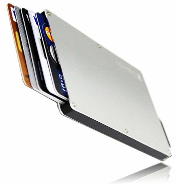 クレジットカードケースのおすすめ8選|男性が持ち歩くのに最適な、デザインと機能性を兼ね備えたケースの選び方
